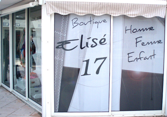 Adhésif vitrine microperforé - vitrine de magasin Pornic