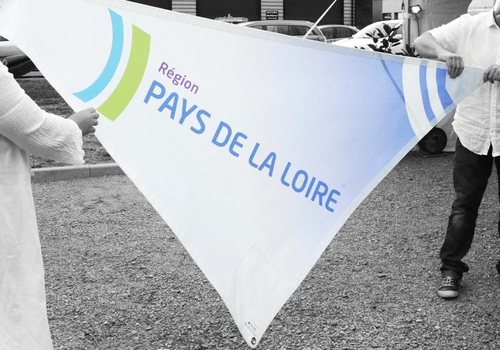 Logo Pays de la Loire sur voile d'ombrage à Nantes